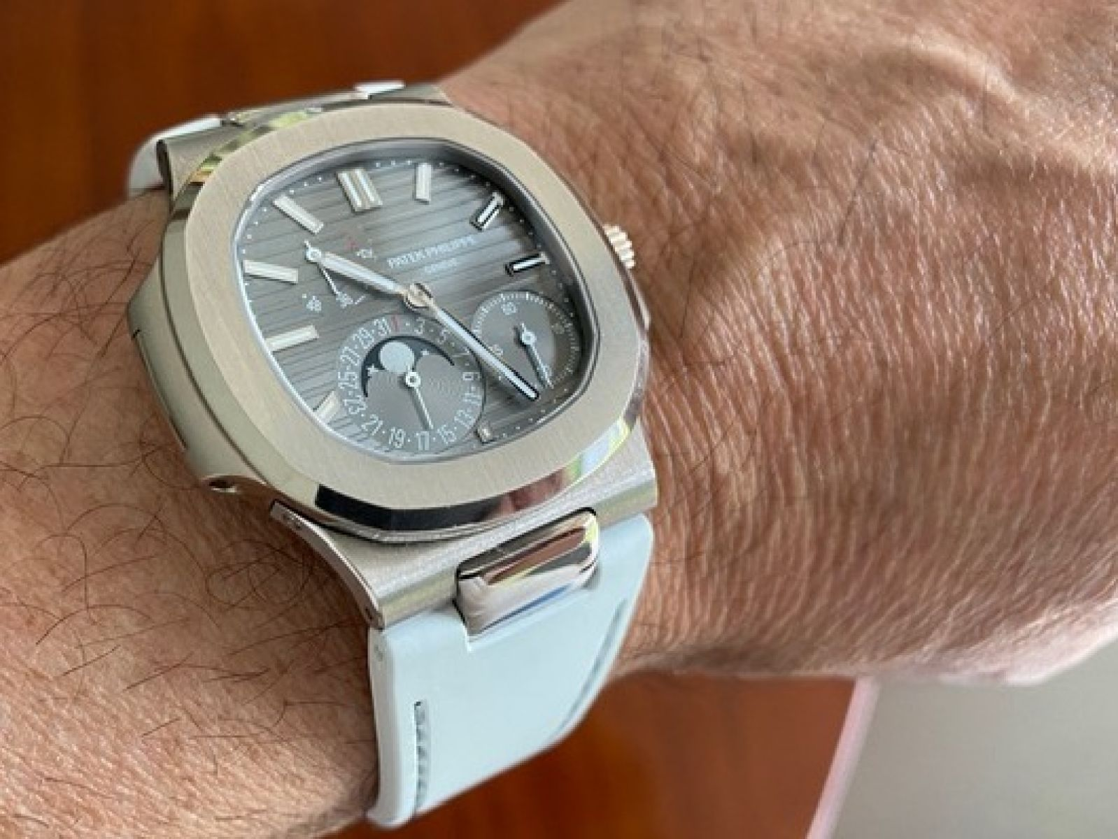 Sunlight White / Grey Stitching / Natural Rubber Strap for Patek Philippe Nautilus
