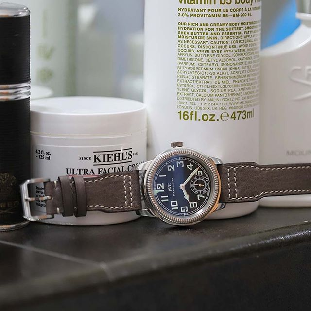 #Quotidien 🇮🇹 #MadeInItaly #ViscontiMilanoStraps #iwc #iwcpilot #iwcbigpilot #customstrap #watchstrap #straps #watchanish #hodinkee #watchcollector #watches #watchlover #viscontimilano #wristgame#dailygrooming #malingoetz #mensfashion #mengrooming #bestofitaly #leathergoods #luxuryleathergoods #kiehls #creed #creedperfume #alpesdehauteprovence #bespoke #custommade #personalizedgifts