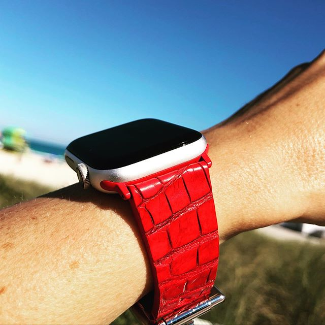 Italina Made Red Caiman for Apple Watch 🇮🇹 #MadeInItaly #ViscontiMilanoStraps #applewatchbands #exoticleather #wristcandy